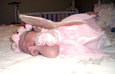 bebe-con-traje-rosa.jpg