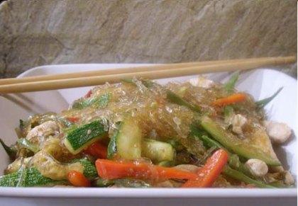 Pollo con verduras orientales
