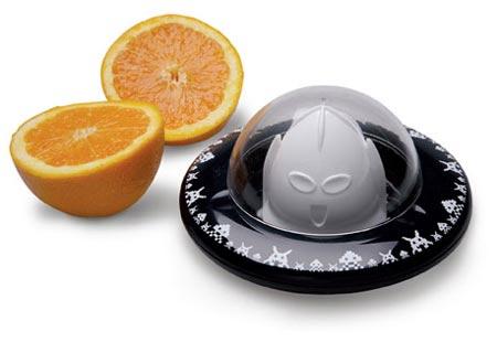 Exprimidor de naranjas con forma de platillo volador